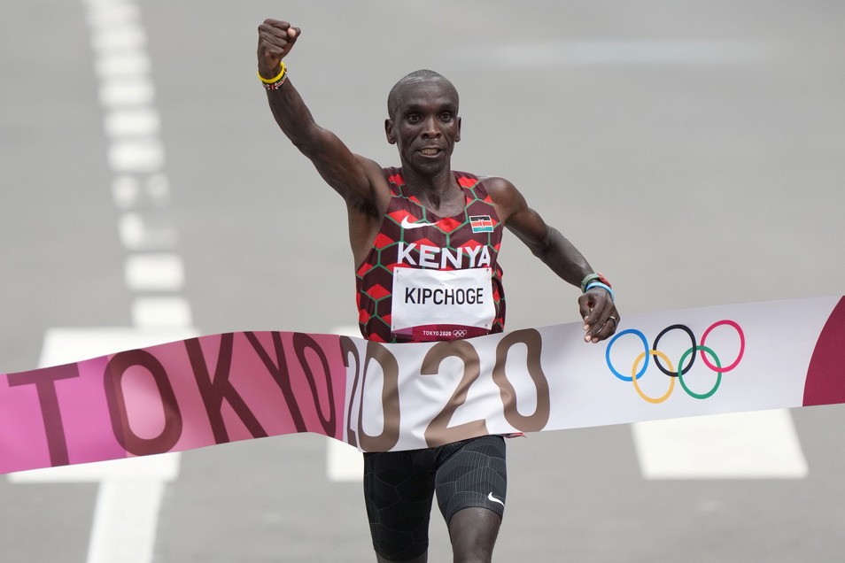 Der schnellste Marathonläufer der Welt krönt sich zum zweiten Mal zum Olympiasieger: Eliud Kipchoge aus Kenia.