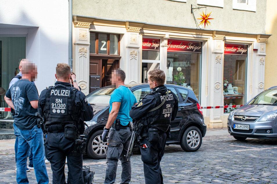 Das Juweliergeschäft Tröger in der Stadthausstraße ist am Freitag überfallen worden. Aber es gibt Hinweise auf den Täter.