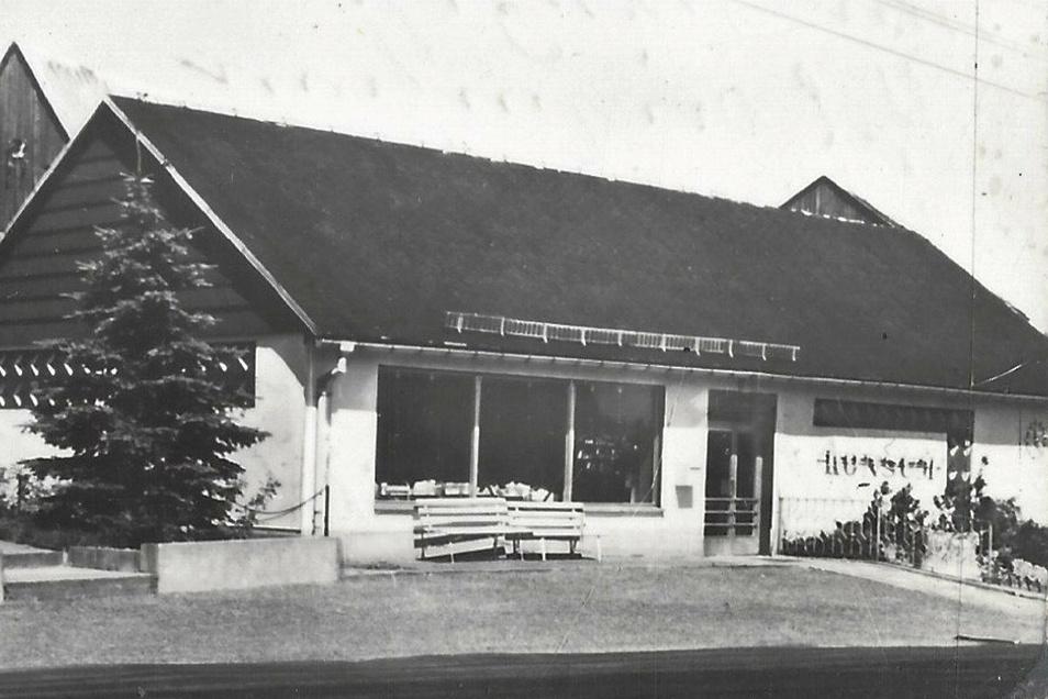 So sah der alte Börnersdorfer Konsum aus: Die Ansichtskarte hat der neue Eigentümer im Internet ersteigert.