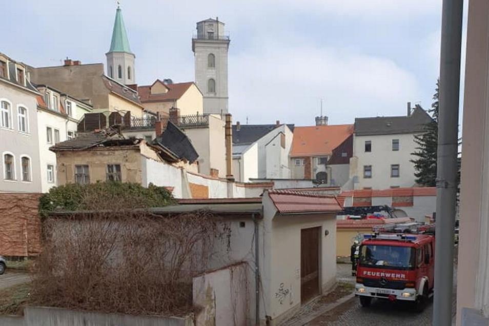 Das Dach des Hintergebäudes der Inneren Weberstraße 7 in Zittau ist eingestürzt.