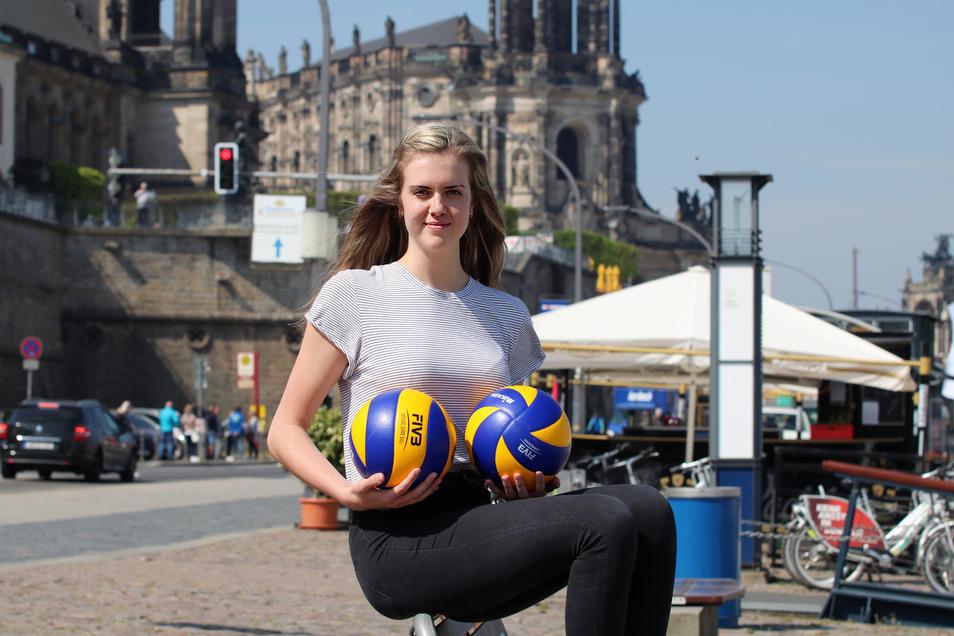 Emma Cyris vor der Kulisse ihrer neuen Wahlheimat Dresden.