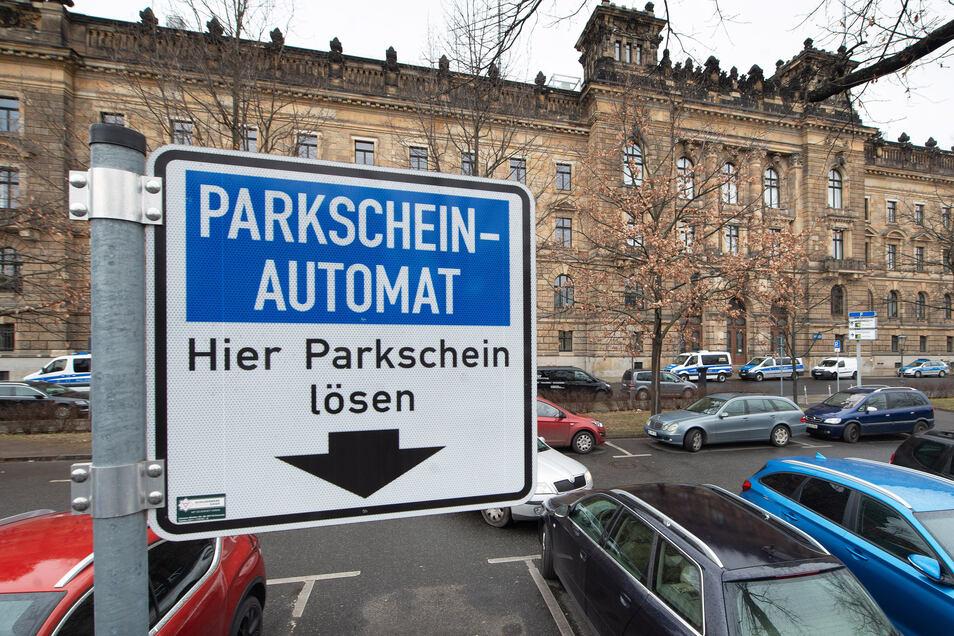 Auch auf dem Parkplatz an der Schießgasse in Dresden sollen die Parkpreise deutlich steigen.