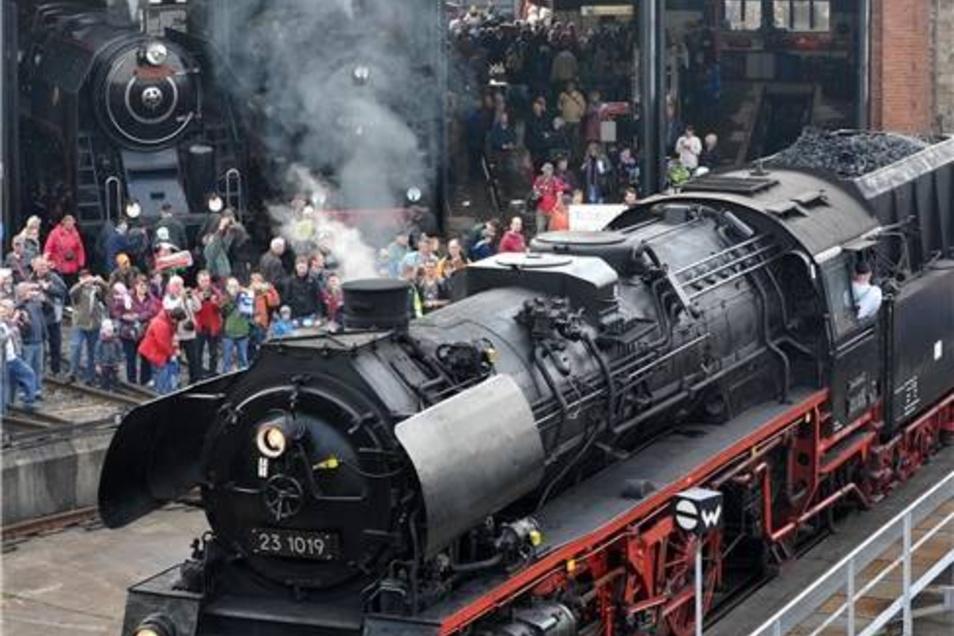 """Die Personenzuglokomotive 23 1019 vom Lausitzer Dampfllokclub. Das Fest steht in diesem Jahr unter dem Motto """"175 Jahre Leipzig-Dresdner-Eisenbahn"""", Deutschlands erste Fernstrecke, und ist der Abschluss der aktuellen Festwoche."""