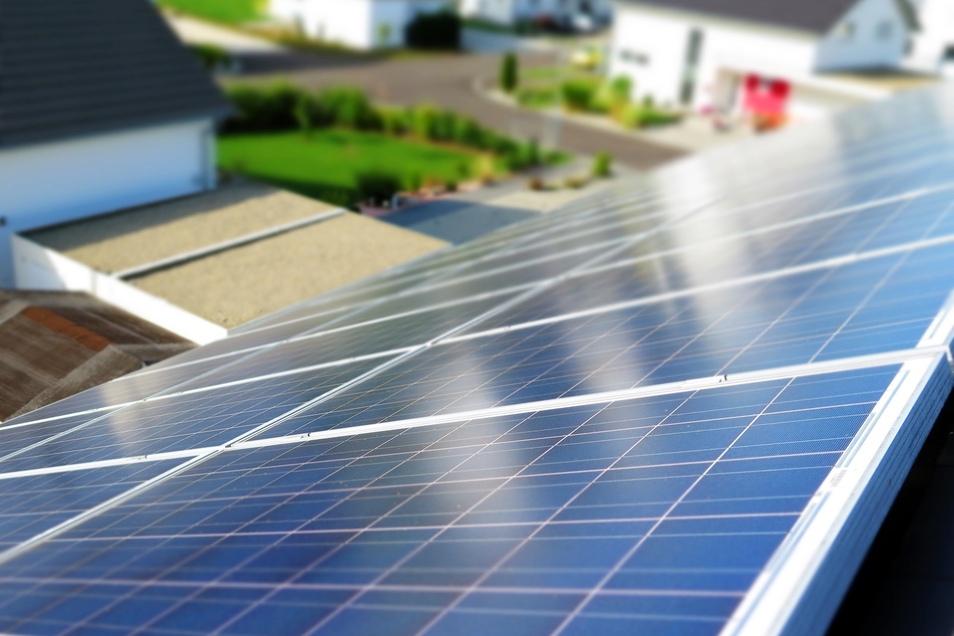So notwendig die Energiewende auch ist, die staatlichen Mindestanforderungen am Bau werden immer strenger und machen das Bauen somit ebenfalls ein Stück teurer.