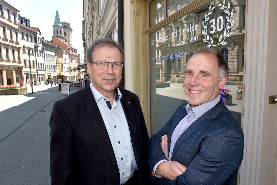 Helmut Klengel (l.) und Ingo Hebenstreit vom Allianz-Versicherungsbüro in der Bautzner Straße in Zittau.