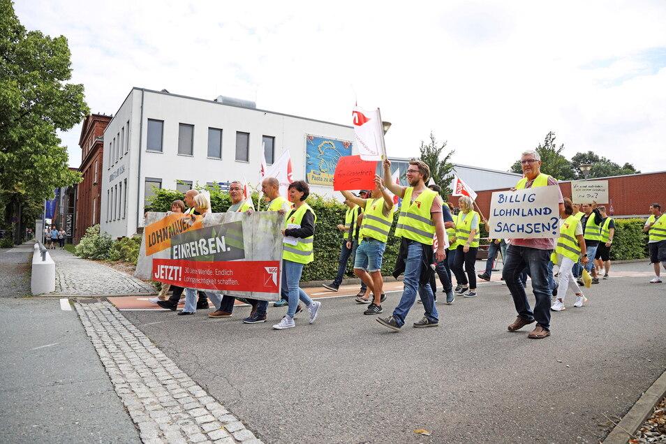 Zuletzt war am Mittwoch vor dem Teigwaren-Werk in Riesa gestreikt worden. Jetzt hat die Gewerkschaft NGG vor einer weiteren Eskalation gewarnt - und erneut Verhandlungsbereitschaft signalisiert.