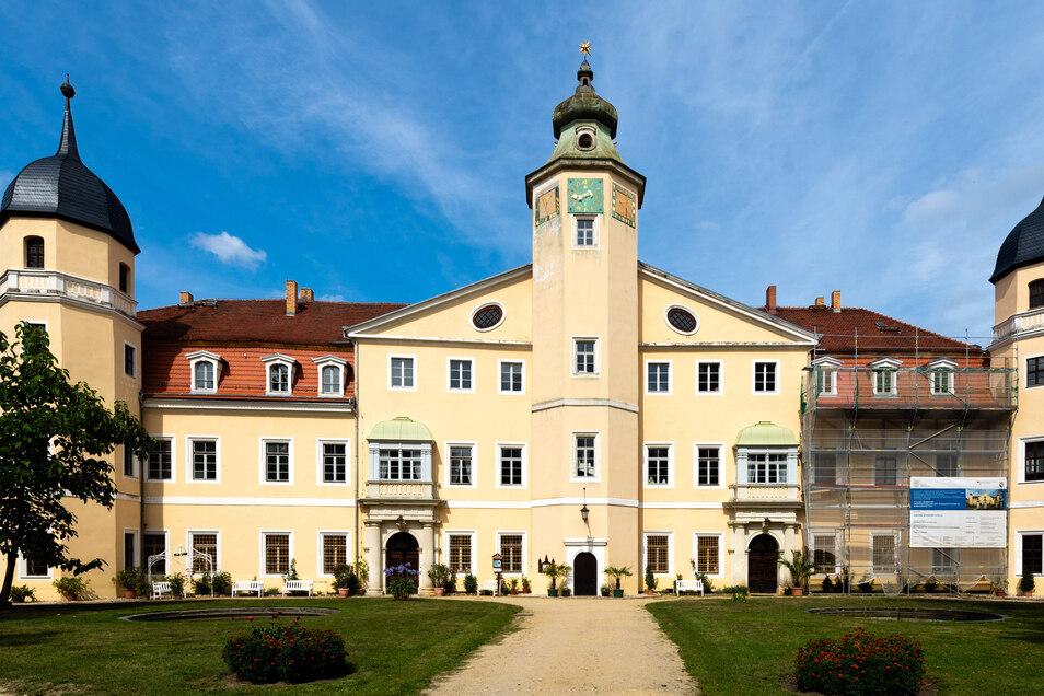 Schloss Hermsdorf bietet eine herrliche Umgebung für Hochzeitsfeiern. Selbst in Zeiten von Corona lassen sich hier Paare trauen.