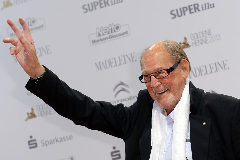 """Der Schauspieler Herbert Köfer kommt zur Verleihung des Medienpreises """"Goldene Henne"""" im Theater am Potsdamer Platz."""