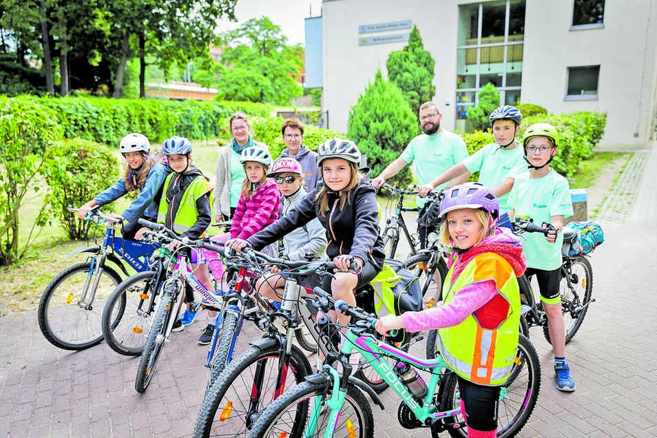 Hier starten die Schüler und ihre Begleiter an der Neißegrundschule in Görlitz.