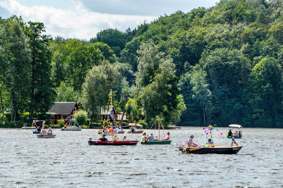 Die Siedlergemeinschaft Nordhäuser Weg organisierte wie schon im Vorjahr eine Bootsparade. Aufgrund des starken Windes dauerte die allerdings nicht so lange wie geplant.
