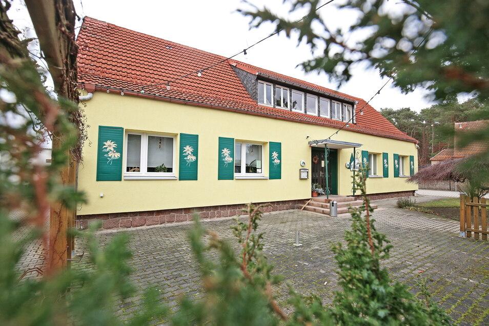 Die Gaststätte Waldhäusl in Frauenhain: Laut Gemeinde Röderaue gibt es hier seit 16. April auch ein Corona-Schnelltestzentrum, in dem sich jeder einmal die Woche kostenlos testen lassen kann.