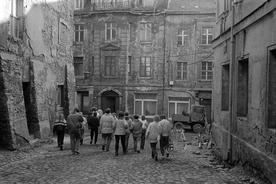 """Die Aufnahme machte Jürgen Matschie 1989 in der Hohengasse in der Bautzener Altstadt. Sie ist in seinem neuen Fotoband """"Tief im Osten - Die Lausitz im Wandel 1976 - 2020"""" enthalten."""