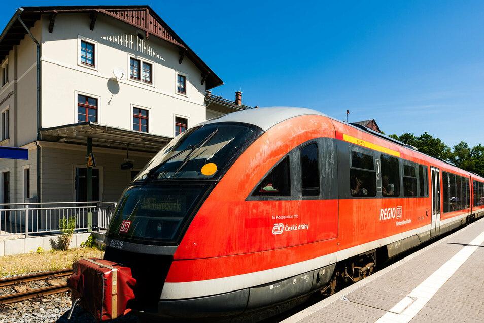 Nationalparkbahn im Bahnhof Sebnitz: Von hier aus fahren die Züge nur über die Grenze nach Rumburk.