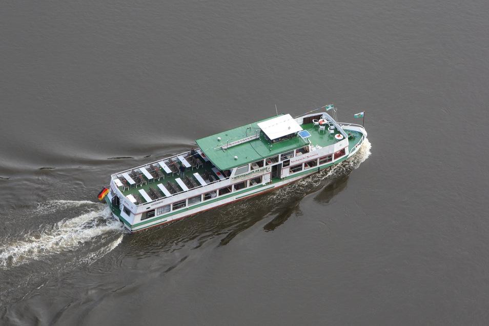 """Bei dem Motorschiff MS Sächsische Schweiz der Personenschiffahrt Oberelbe aus Pirna heißt es wieder """"Leinen los""""."""