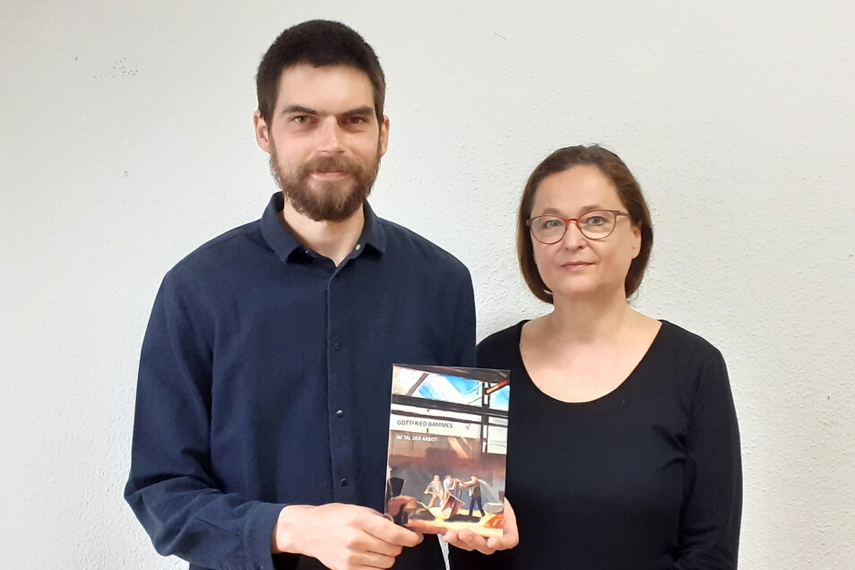 Anke Stenzel und Markus Kidalka mit der neuen Broschüre.