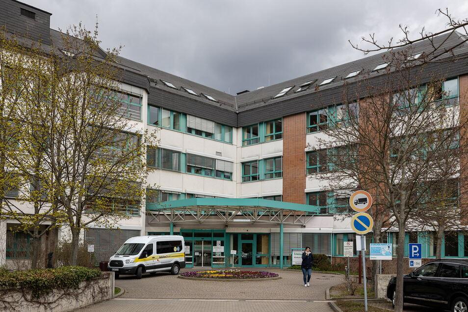 In den Helios-Kliniken wie hier in Freital können Patienten ab Montag wieder Besuch empfangen.