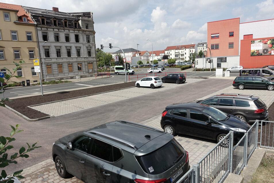 Der Parkplatz an der Muldenstraße ist nach dem Ausbau nutzbar. Vorher war hier eine provisorisch befestigte Fläche.
