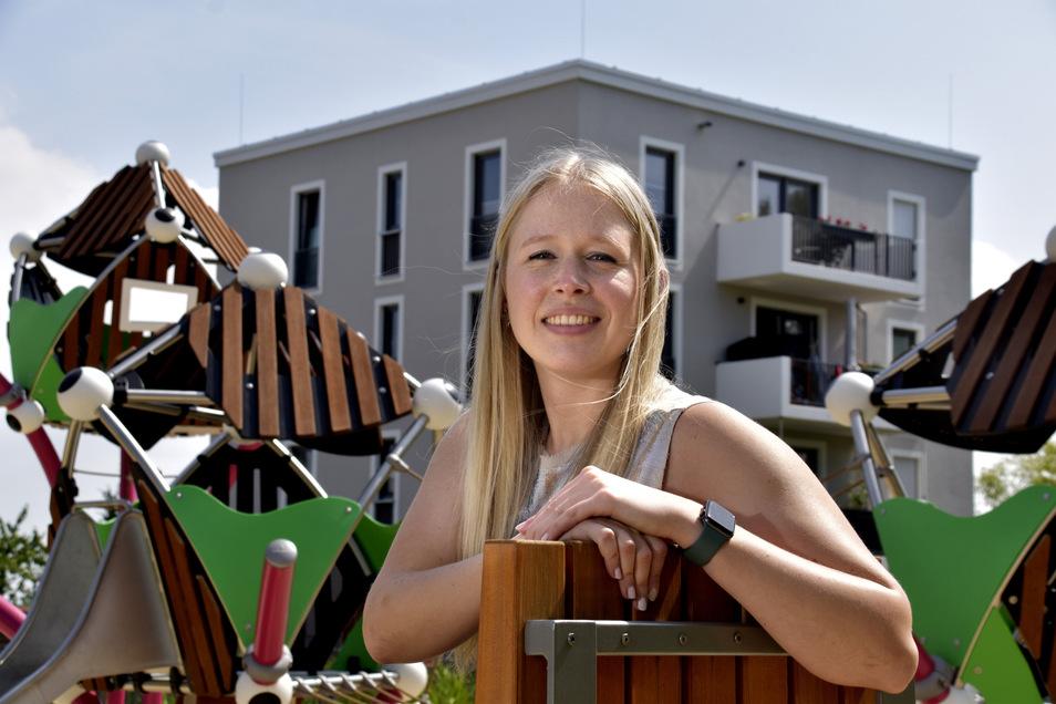 Glückliche Neu-Gorbitzerin: Sarah Rumpf wohnt seit gut einem halben Jahr in der Kräutersiedlung. Dass ihr Stadtteil Gorbitz heißt, stört sie überhaupt nicht.