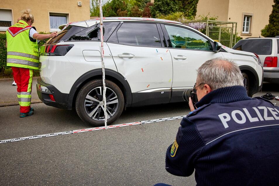 Dieser Peugeot hatte dem Radfahrer die Vorfahrt genommen.