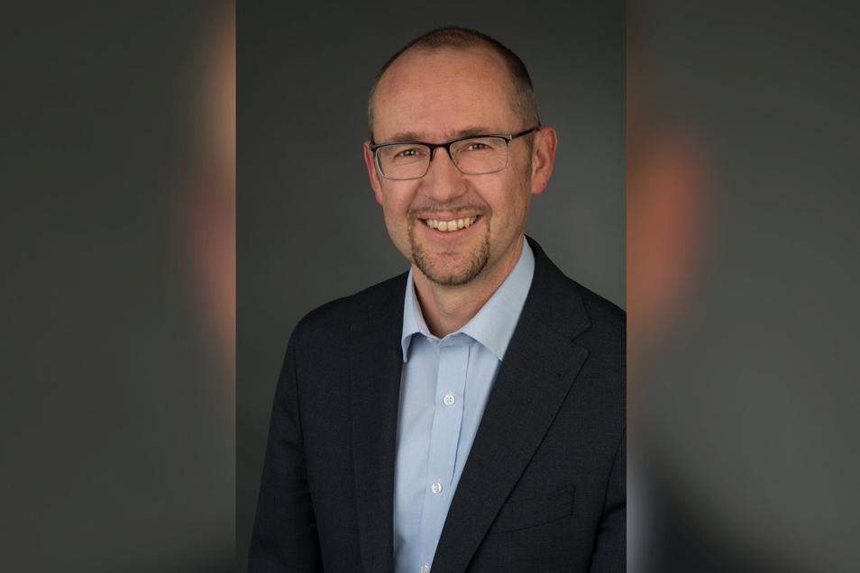 Tom Stöcker: 50 Jahre, verheiratet, eine Stieftochter - die bereits ihre eigene Familie hat - eine Enkeltochter, aktuell Bankkaufmann in der Volksbank Löbau-Zittau.