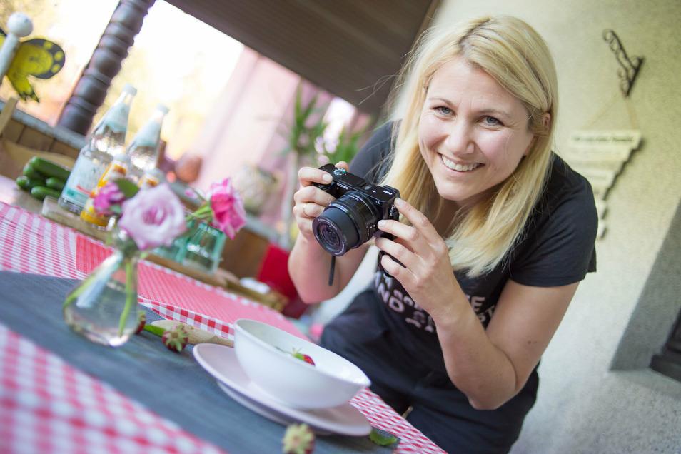 Jenny Böhme hat ihr Hobby zum Beruf gemacht. Die Rothenburgerin betreibt zwei Blogs über gesunde Ernährung von Familien und Kindern. Und fotografiert ihre Kreationen natürlich selbst.