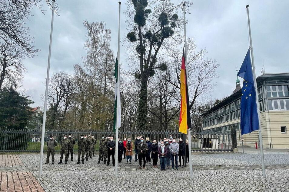 Gedenken in Pirna: Flaggen auf halbmast.