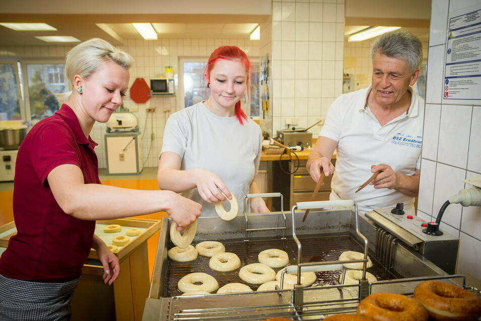 Solche Bilder von der Bäckerausbildung wird es ab Herbst 2021 im Beruflichen Schulzentrum Bautzen nicht mehr geben. Die Bäckerlehre findet dann in Görlitz statt, in Bautzen sollen künftig mehr Techniker lernen.