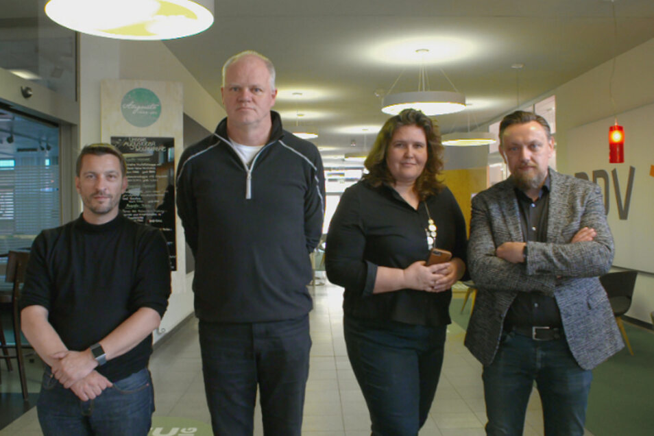 SZ-Reporter Tobias Wolf und Ulrich Wolf, Politik-Chefin Annette Binninger und Andreas Weller aus der Stadtredaktion (v.l.) werden in der Arte-Doku begleitet.