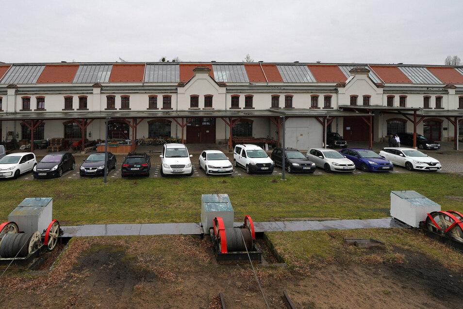 Im langgestreckten Werftgebäude an der Österreicher Straße ist reichlich Platz für neue Mieter. Mit der Tanzschule Hartmann gibt es inzwischen ein erstes neues Angebot auf dem Gelände.