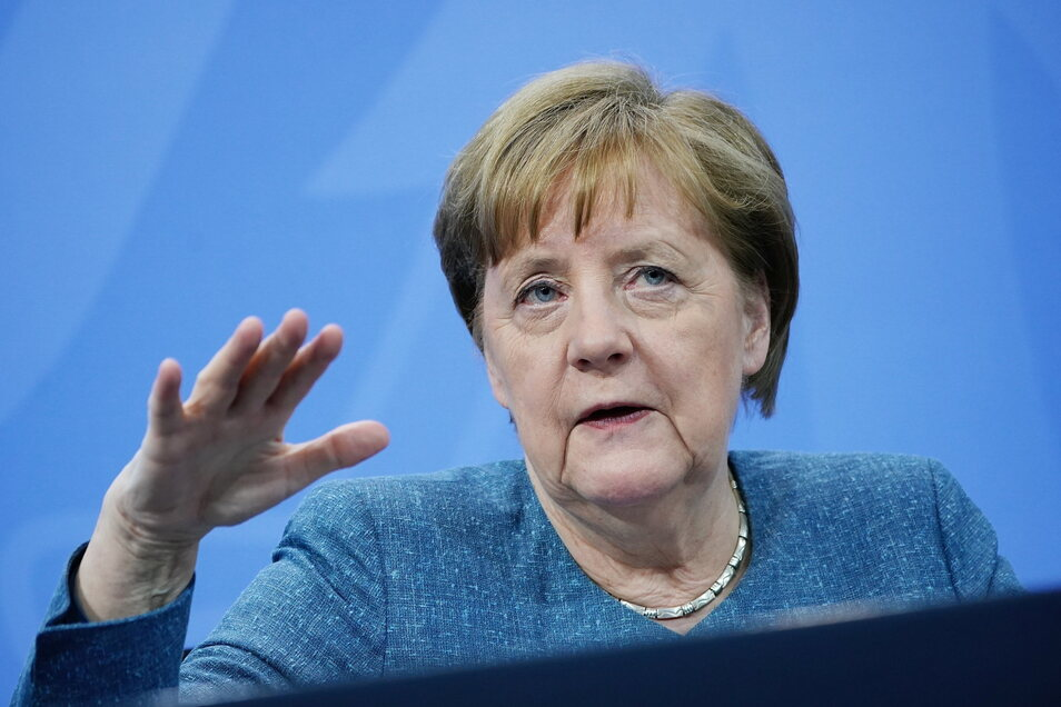 Bundeskanzlerin Angela Merkel (CDU) hat die antisemitischen Demonstrationen in Deutschland scharf verurteilt.