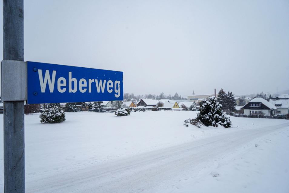 Am oberen Weberweg in Neukirch hat die Gemeinde vier Baugrundstücke verkauft, aber noch nicht voll erschlossen. Deshalb wird die Straße demnächst ausgebaut.