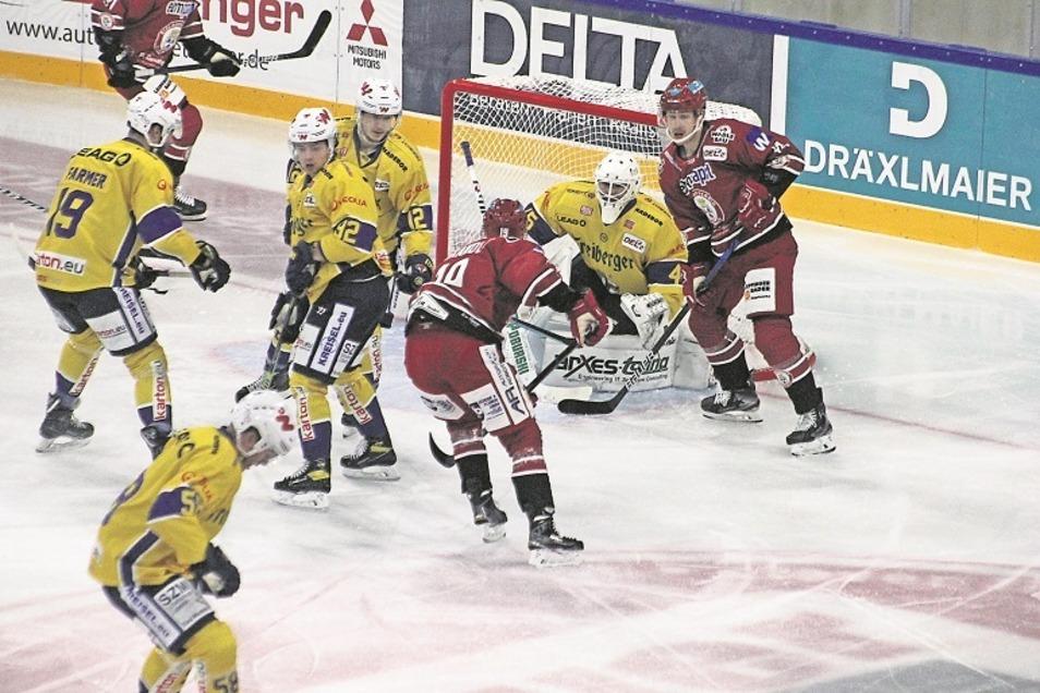 Der Druck vor dem Tor der Lausitzer Füchse war teilweise groß. Trotz der vielen Ausfälle konnten die Lausitzer das Spiel lange offenhalten.