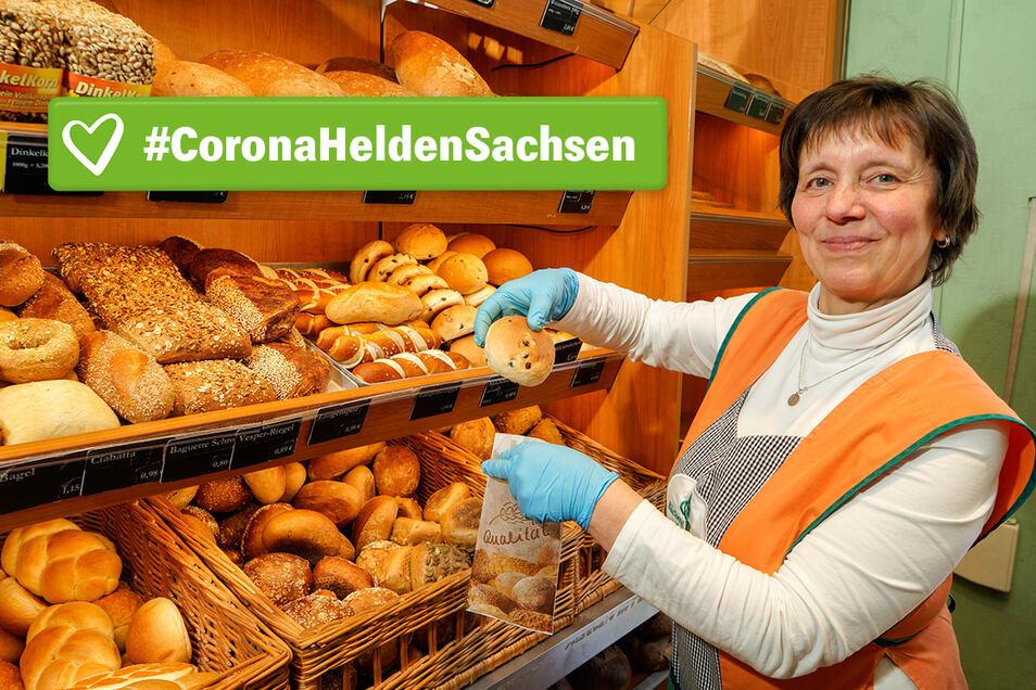 Für jeden Kunden ein Lächeln - trotz Corona-Angst: Andrea Schieback steht in der Bautzener Filiale der Großdubrauer Bäckerei Jeremias hinter der Verkaufstheke.