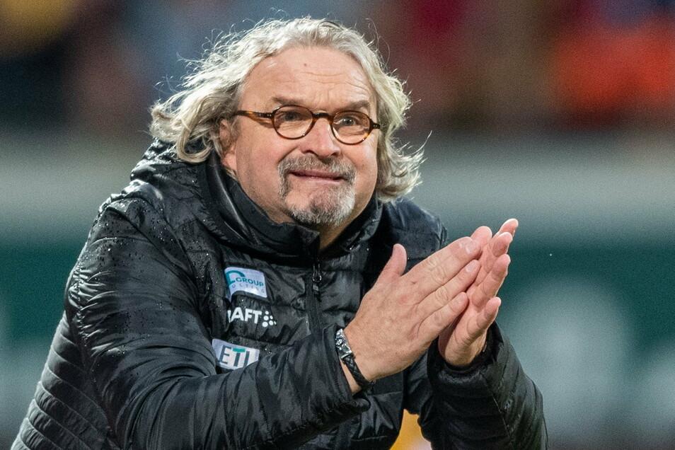Bei den Spielen kann sich Heiko Scholz auch mal aufregen, in Saarbrücken sah er sogar Rot. Doch beim Training verteilt er viel und lautstark Lob.