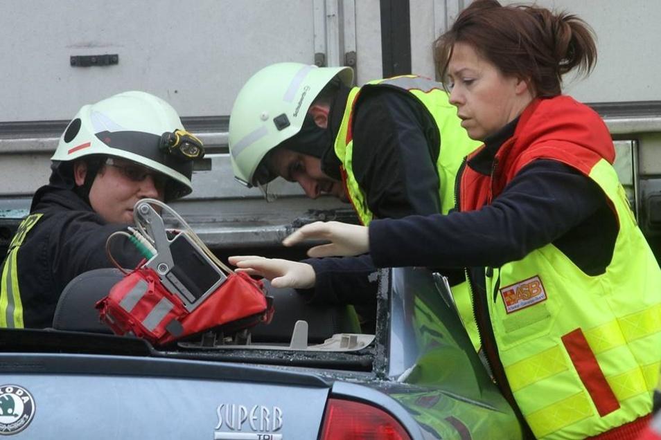Ein Kind auf dem Rücksitz erlitt leichte Verletzungen und kam ins Krankenhaus.
