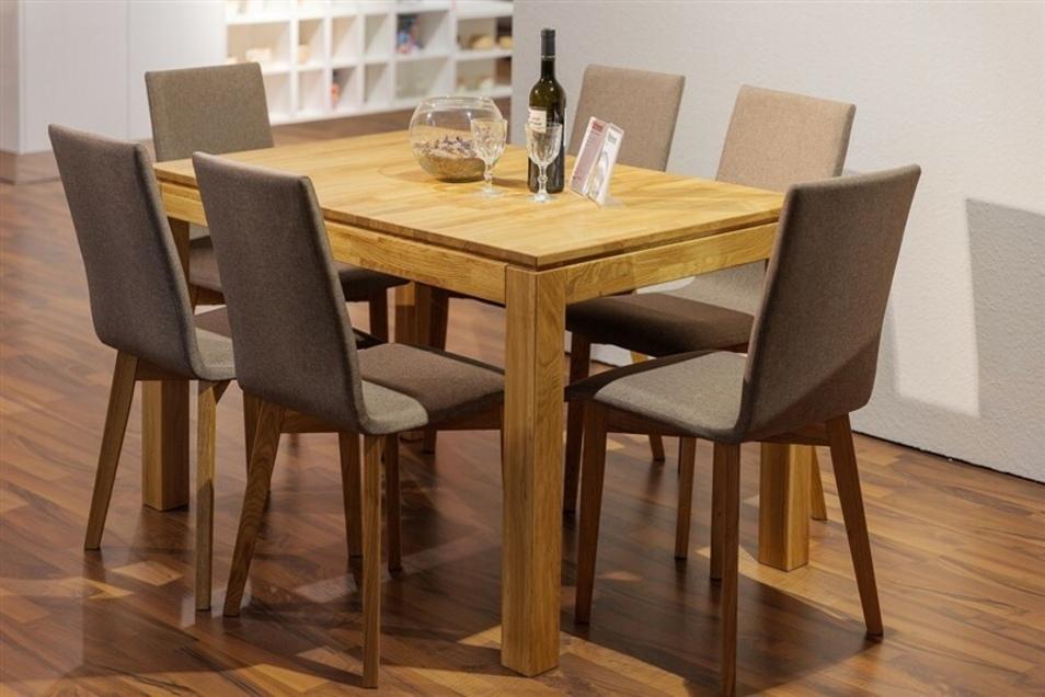 Tischgruppe inklusive Stühle im Wert von 2.500,-€