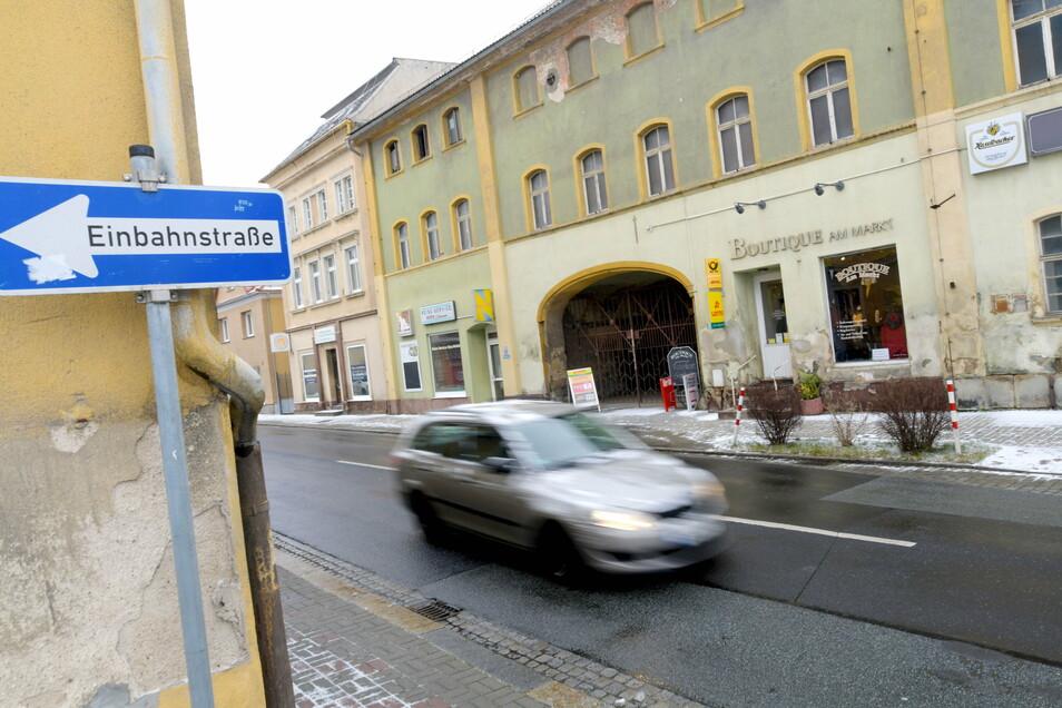 Entlang der Zittauer Straße in Hirschfelde reiht sich ein leeres Schaufenster an das andere.