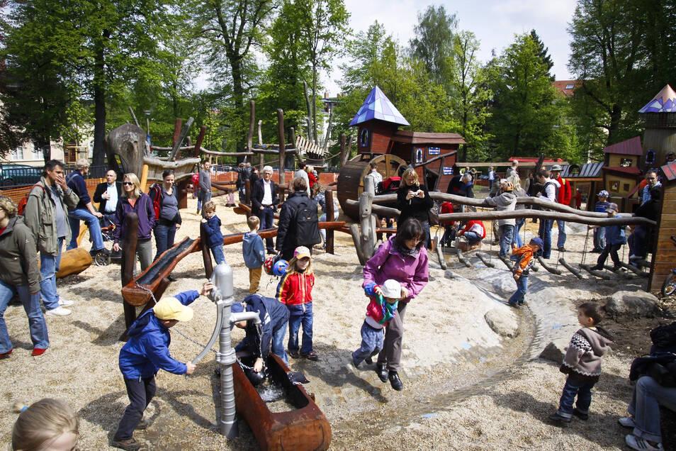 Rückblick: Am 8. Mai 2010 gab es zur Einweihung des Spielplatzes im Stadtpark ein großes Kinderfest.