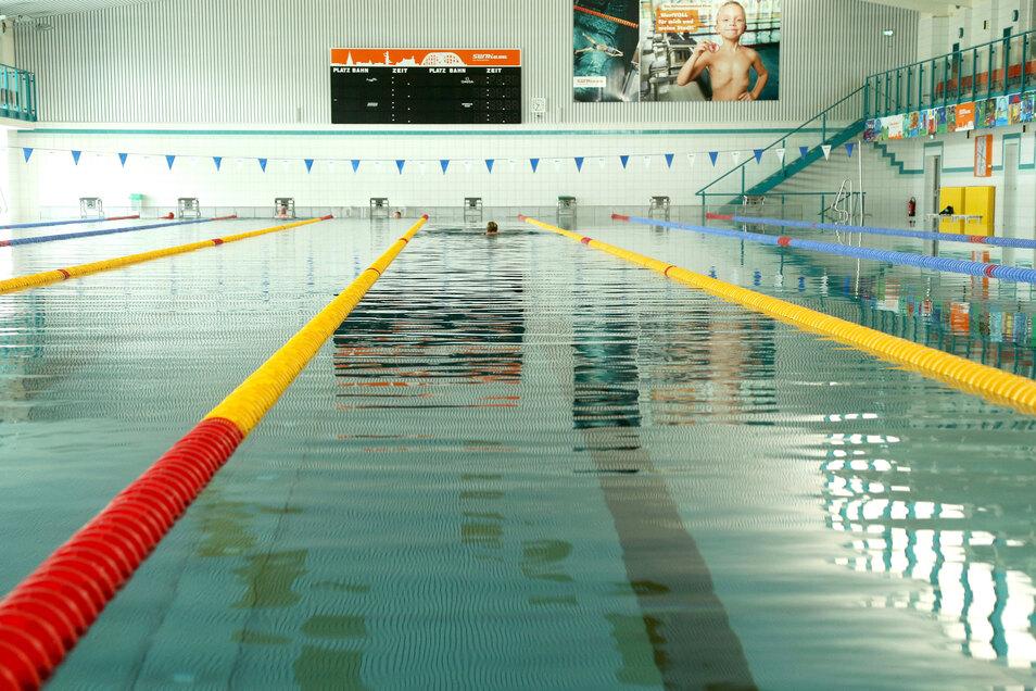 Auch das Riesaer Hallenschwimmbad(Archivfoto) ist verwaist, da die Betreibergesellschaft es bis auf weiteres geschlossen hat.