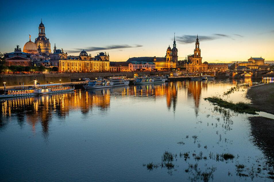 Der Postkartenblick von der Carolabrücke auf die Altstadt - mit solchen Fotos