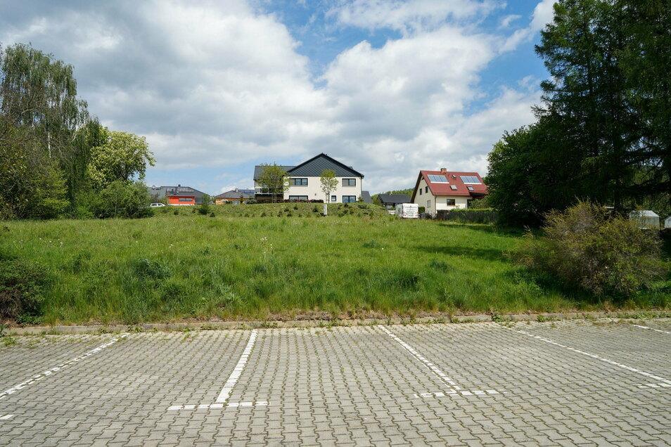 Neben dem unbebauten Grundstück am Raschaer hat der Investor auch einen Teil des angrenzenden Parkplatzes gekauft.