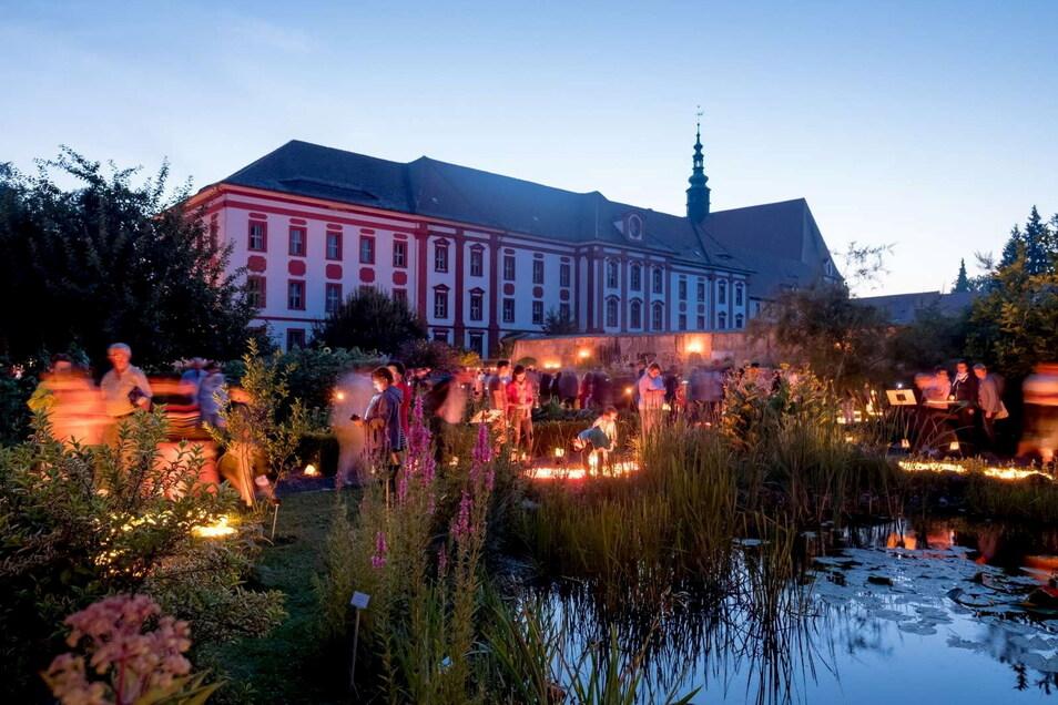 Eine besondere Atmosphäre prägt die Lichternacht im der Klosteranlage von St. Marienstern in Panschwitz-Kuckau.