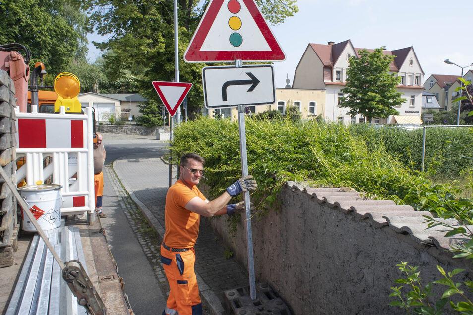Baustellenampeln gehören in Pulsnitz seit Wochen zum Stadtbild, wegen des Breitbandausbaus. Nun kommt noch ein Brückenprojekt dazu.