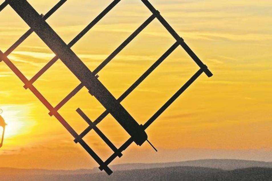Die Kottmarsdorfer Mühle Bockwindmühle steht seit 1843 auf dem 435 Meter hohen Pfarrberg. Heute ist sie ein beliebtes Ausflugsziel – und das nicht nur zum Mühlentag, der am Pfingstmontag wieder stattfindet. Foto: Matthias Weber