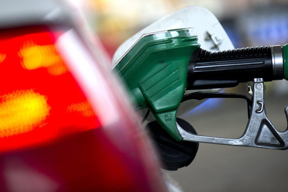 Die weltweite Nachfrage nach Rohöl ist eingebrochen. Insbesondere Heizöl und Kraftstoffe verbilligten sich kräftig.