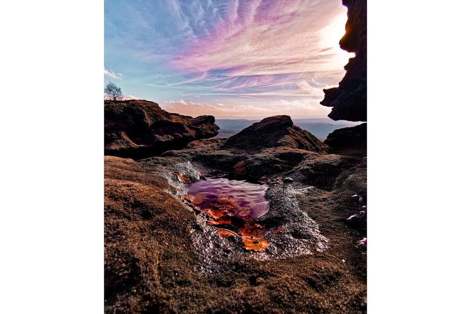 Ein besonders ungewöhnlicher Blick auf die Landschaft ist Josefin Große aus Graupa geglückt. Ihr Foto vom Plateau auf dem Großen Zschirnstein erzeugt die Illusion einer Vulkanlandschaft und lässt sich den Betrachter auf einem anderen Planeten wähnen.