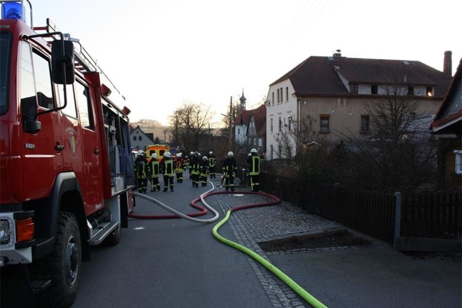 Die Kameraden konnten ein weiteres Ausbreiten des Feuers verhindern – auch dank Wärmebildkamera.