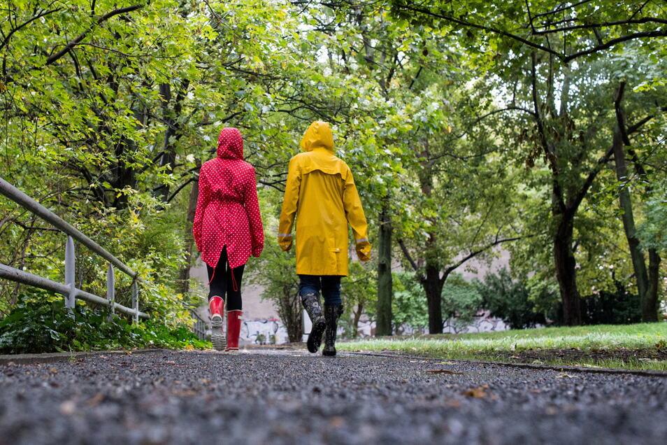 Bei schlechtem Wetter sind Regenjacke und Gummistiefel die Kleidungsstücke der Wahl.