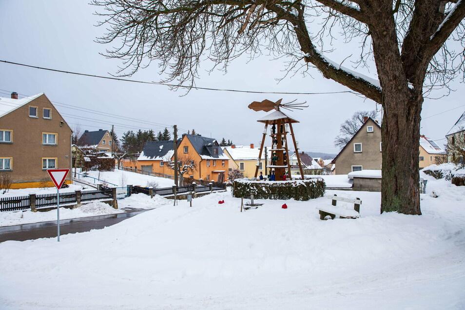 Der Schnee in Dorfhain sorgt derzeit für eine Pause bei den Tiefbauarbeiten zum Breitbandausbau.