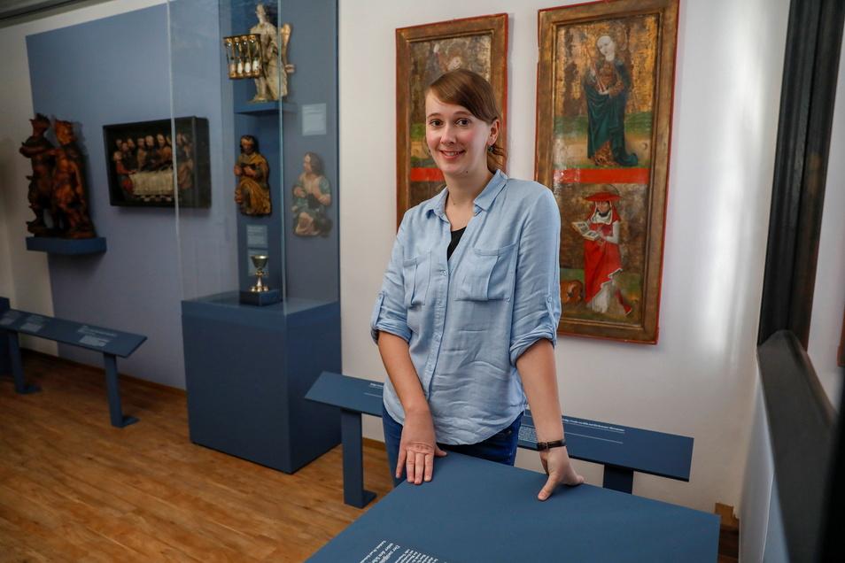 Anja Hirschberg leitet das Damastmuseum in Großschönau, das seit Juli wieder geöffnet hat.